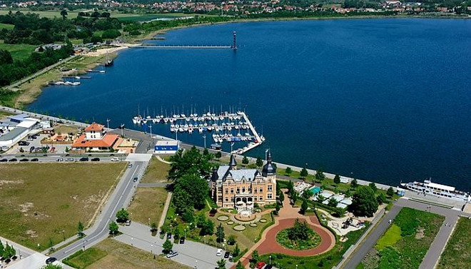"The lake ""Goitzsche"" with Villa Amber and harbor. In the background the sea bridge with ""Pegelturm""."